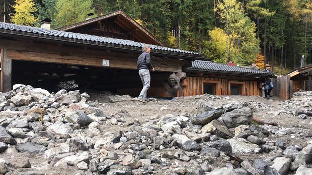 Eine Mure verlegte die Jausenstation der Galitzenklamm am Fuße der Lienzer Dolomiten.