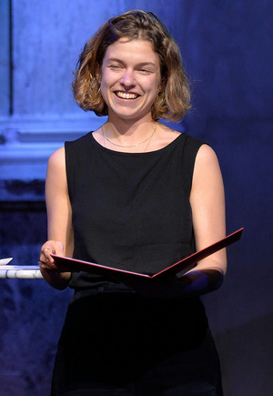 """Marie Gamillscheg erhielt für ihren Roman """"Alles was glänzt"""" den Debütpreis."""