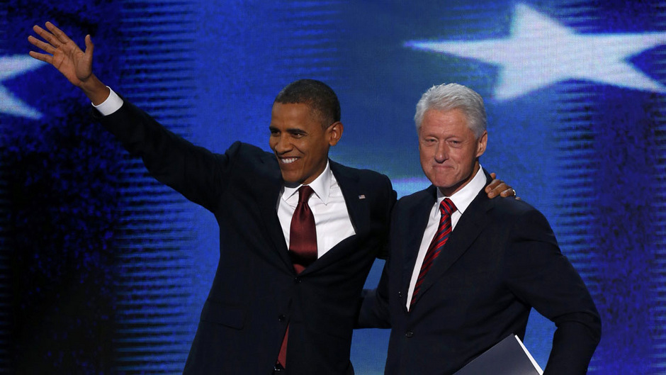 Die beiden ehemaligen US-Präsidenten Bill Clinton (r.) und Barack Obama mussten beide in Teilen ihrer Amtszeit mit einer Parlamentsmehrheit der anderen Partei auskommen.