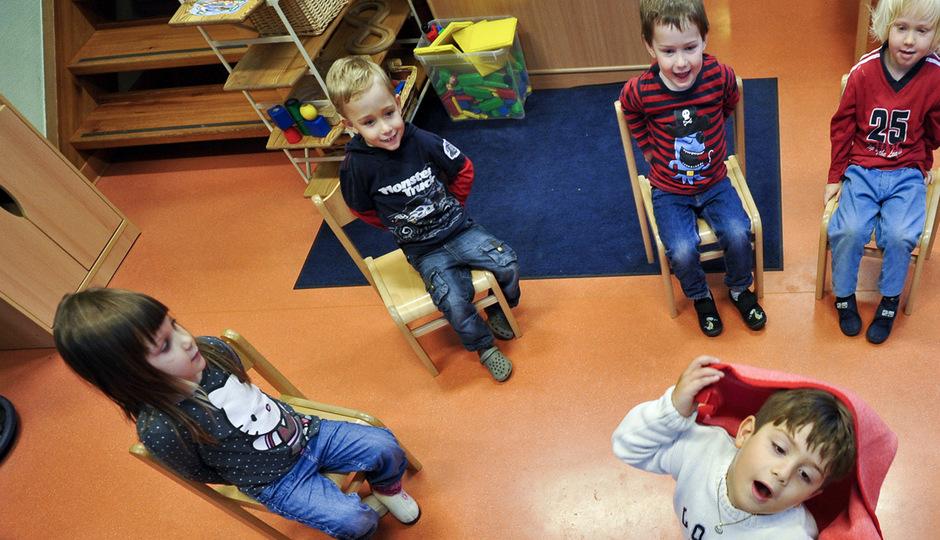 Für die fünfte Betreuungsstunde zahlen Eltern in Thiersee 30 Euro, für die sechste noch einmal 20 Euro. Das entspreche nicht dem Gesetz, heißt es aus der Abteilung Bildung des Landes.