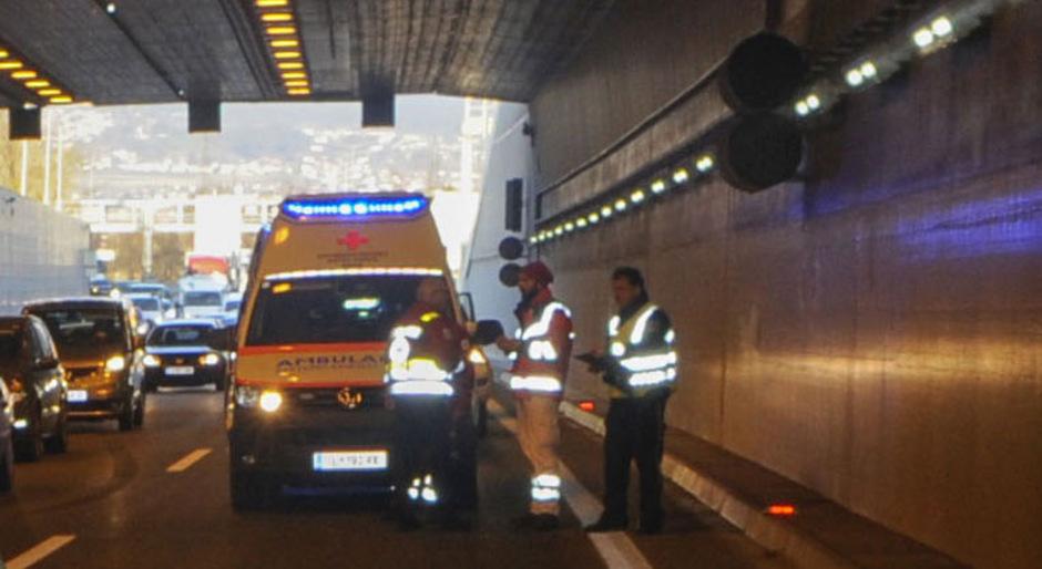 Einsatzkräfte im Amraser Tunnel. (Archivbild)