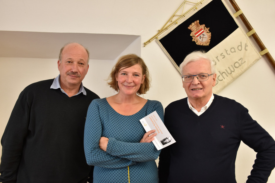 Hannes Köchl (l.) und Willi Gößweiner vom Literaturforum Schwaz freuen sich schon auf die Texte von Simone Scharbert.