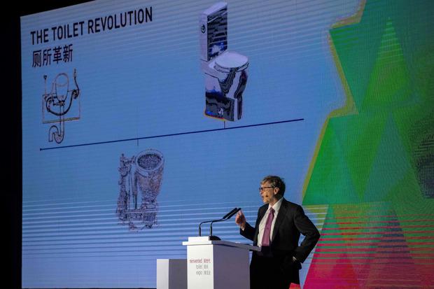 """Zu Grundrechten wie Gesundheit gehört für Bill Gates auch eine """"vernünftige Toilette"""", wie er in seinem Vortag deutlich machte."""