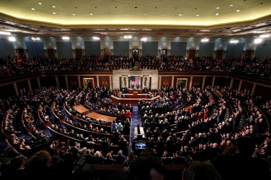 Im Senat haben die Republikaner weiterhin die Mehrheit, im Repräsentantenhaus haben die Demokraten ab heute die Überhand.