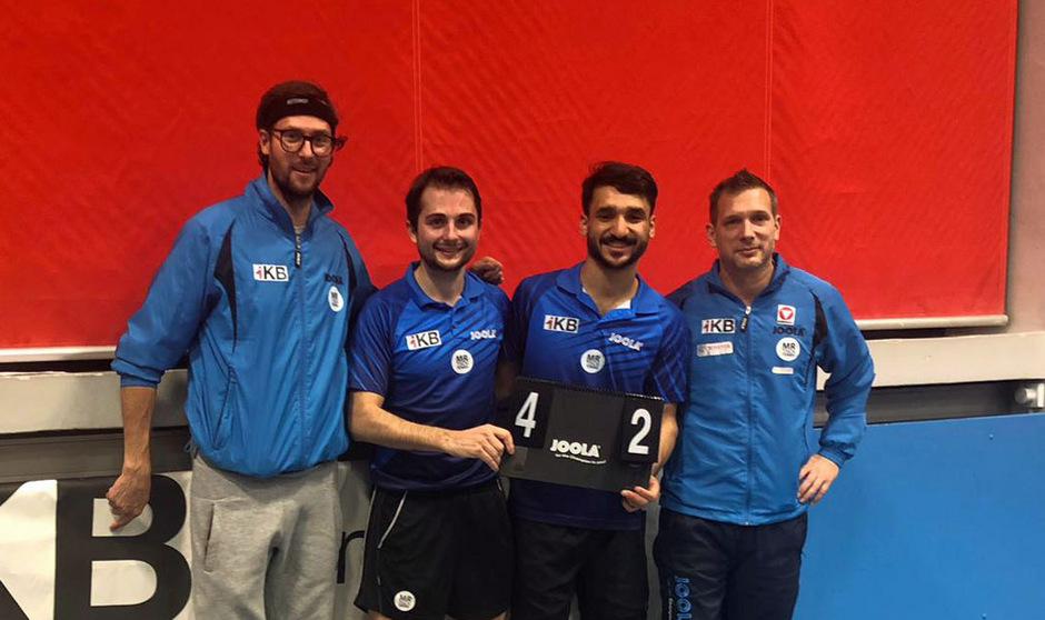 Inmitten seiner TI-Teamkollegen: Christoph Maier, Stefan Leitgeb, Ali Alkhadrawi und Krisztian Gardos (v.l.).
