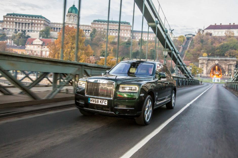Landleben für die oberen Eintausend: Der Rolls-Royce Cullinan macht klar, wem im SUV-Segment von nun an der Gipfel gehört.