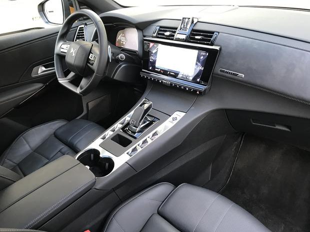 Im Innenraum zeigt der DS überhaupt große Klasse an Gestaltung und Material.
