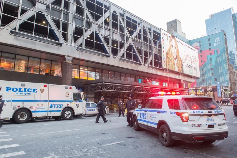 Einsatzkräfte am Port Authority Bus Terminal.