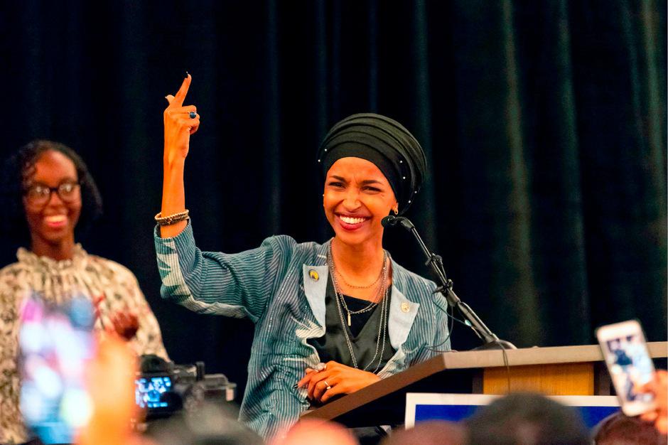 Die 36-jährige Ilhan Omar flüchtete einst als jüngstes von sieben Geschwistern mit ihrer Familie vor dem Bürgerkrieg in Somalia.
