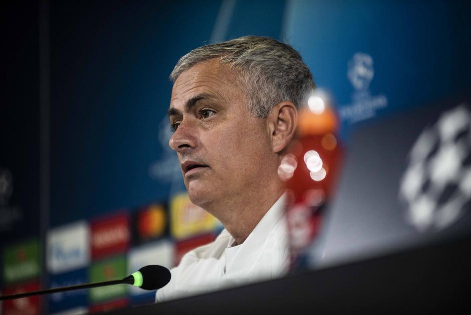 Jose Mourinho blickt mit Manchester United einer schwierigen Aufgabe entgegen.