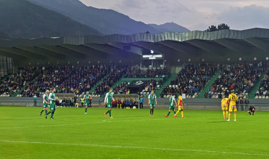 Das ehrwürdige Gernot-Langes-Stadion – den Ansprüchen der höchsten Fußballliga genügt es nicht.