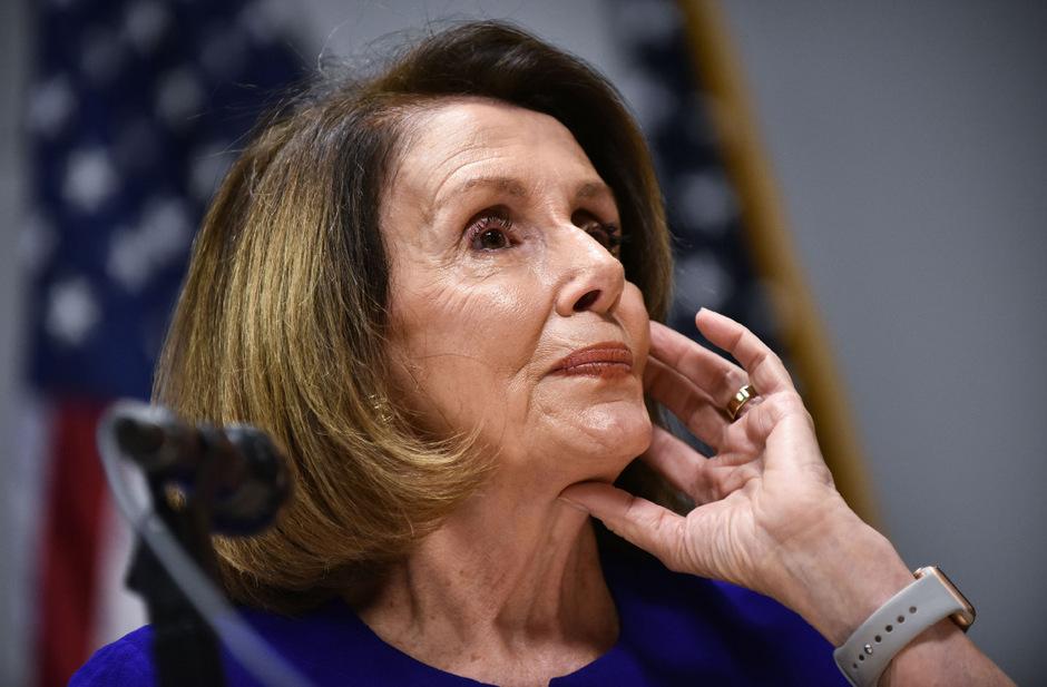 Die 78-jährige Nancy Pelosi hält sich inzwischen seit mehr als eineinhalb Jahrzehnten als Fraktionschefin der Demokraten.