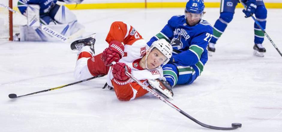 Der Einsatz von Detroits Justin Abdelkader lohnte sich: Die Red Wings besiegten die Vancouver Canucks im Penaltyschießen.