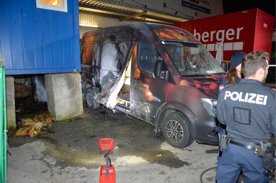 Die Polizei konnte die Ursache für den Brand ermitteln: Eine achtlos weggeworfene Zigarette dürfte Schuld an dem Feuer gewesen sein.