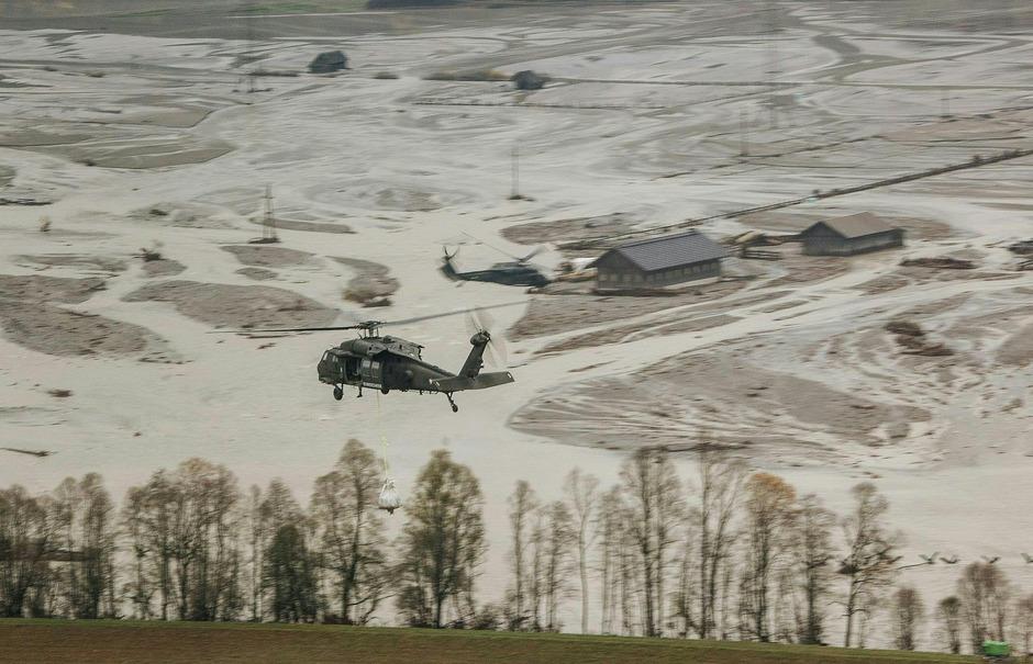 Nach den Unwettern in Kärnten waren rund 4500 Feuerwehrleute in den vergangenen Tagen bei 1200 Einsätzen rund um die Uhr im Einsatz.