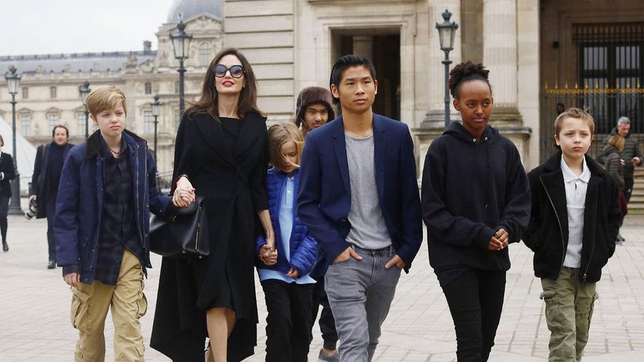 Angelina Jolie möchte den Kontakt zwischen ihrem Ex und den Kindern verhindern.