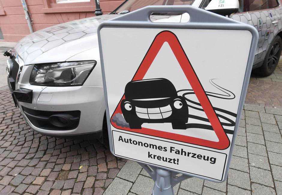Autonomes Fahren: Ab 2019 Einparken ohne im Auto zu sitzen erlaubt
