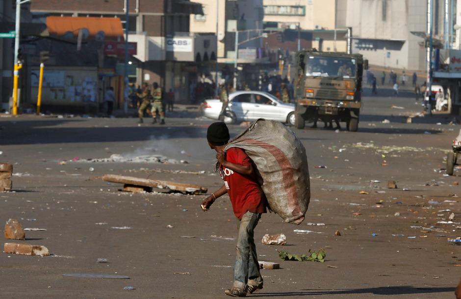 Die Straßen in Simbabwe sind schlecht. Immer wieder kommt es zu schweren Unfällen.