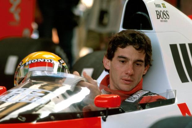 … in vielem an den brasilianischen Ausnahmekönner und dreifachen Weltmeister Ayrton Senna (1960–94).