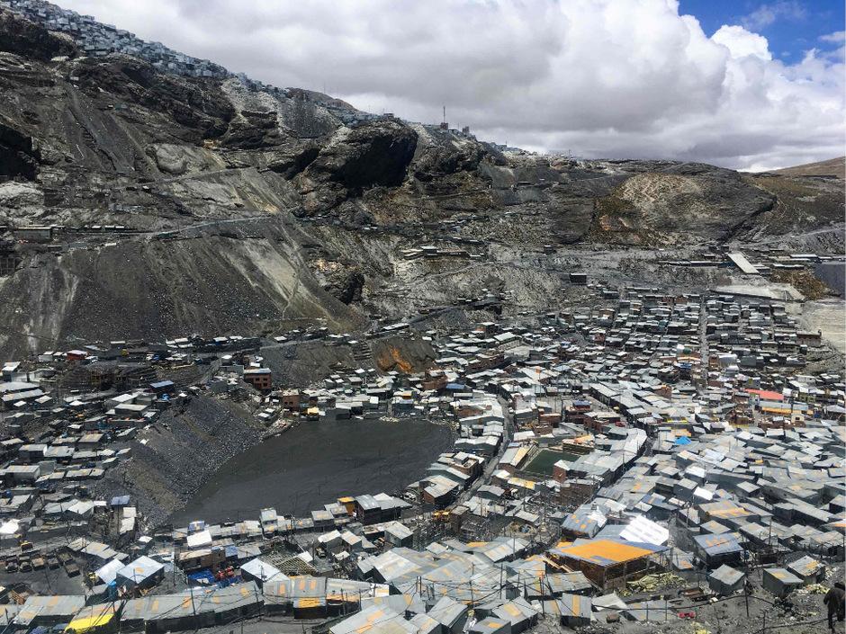 Blick auf La Rinconada, die höchstgelegene Stadt der Welt.