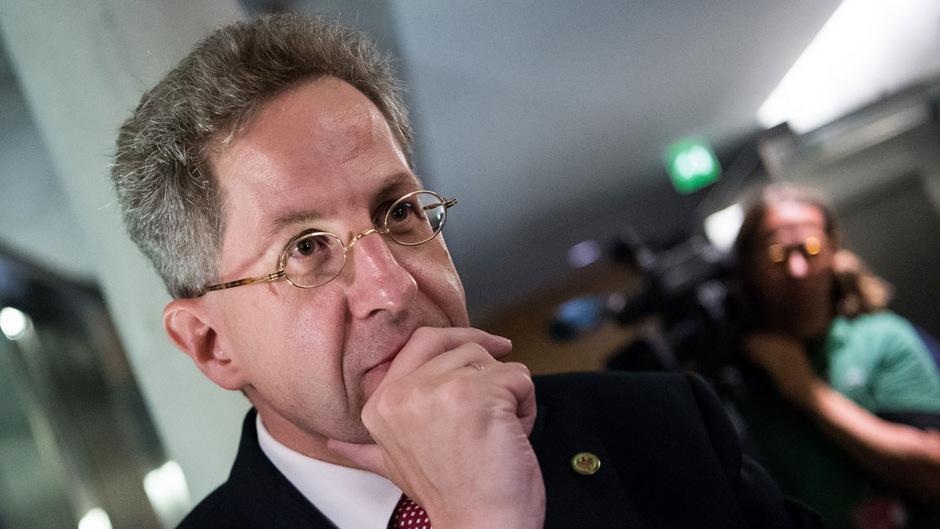 Der deutsche Verfassungsschutzchef Hans-Georg Maaßen zog mit Äußerungen zu den Ausschreitungen durch rechtsextreme in Chemnitz Kritik auf sich.
