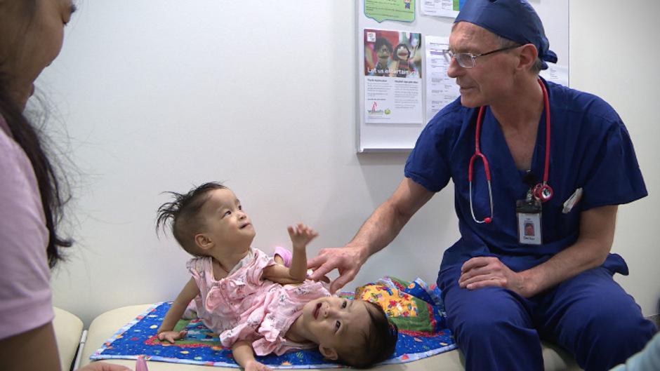 Die 15 Monate alten Mädchen Nima und Dawa,