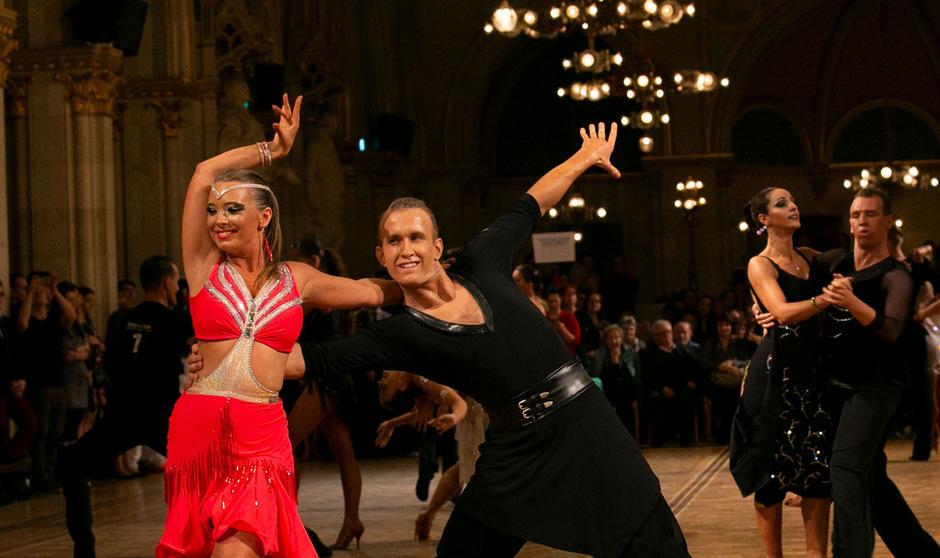 Sophie Schubert/Thomas Steinegger sind als Lokalmatadore im Einsatz.