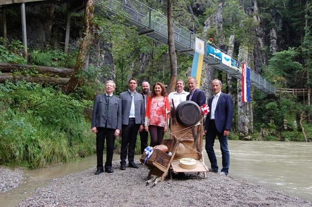 2016 (Archivbild) fiel der Startschuss mit den Projektverantwortlichen: Sebastian Wittmoser, Siegfried Walch, BM Josef Loferer, Andrea Fink, Gerd Erharter, BM Reinhold Flörl und Thomas Kamm (v.l.).