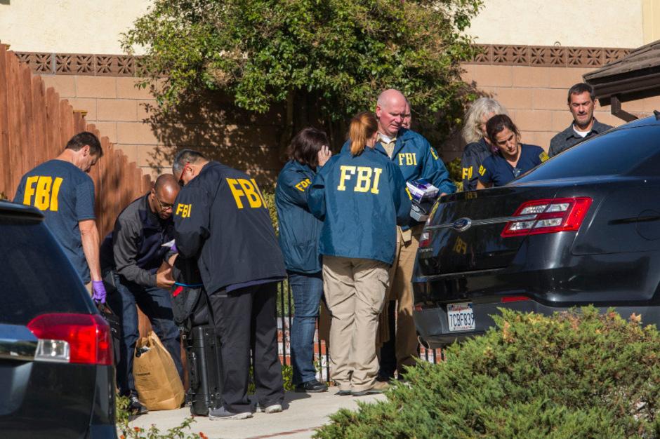 FBI-Ermittler durchsuchten am Donnerstag das Haus, in dem der Schütze lebte.