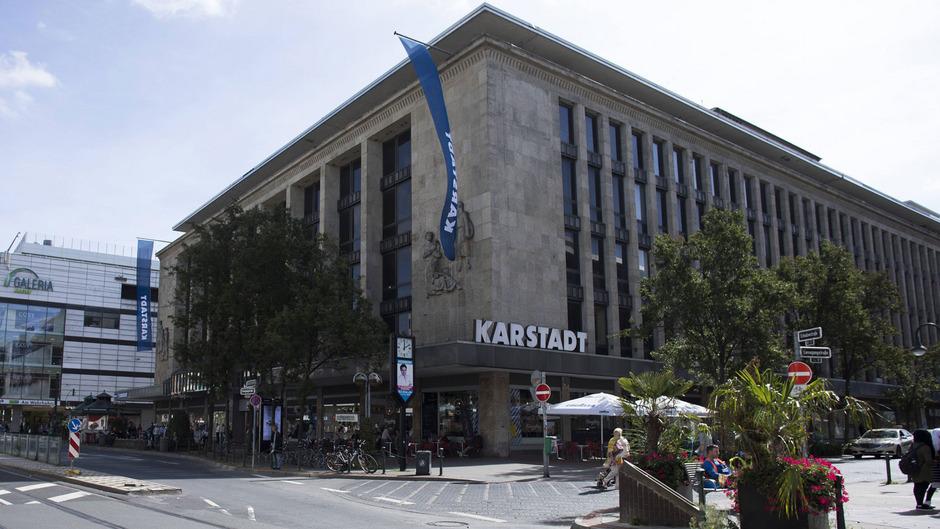 Was die Fusion von Karstadt und Kaufhof für Beschäftigte und Kommunen bringen wird, darüber besteht im Moment noch große Ungewissheit.