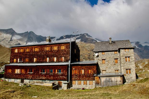 Die Essener-Rostocker-Hütte auf 2208 Metern Seehöhe wird 2019 schon am 15. Februar für Skitourengeher geöffnet.