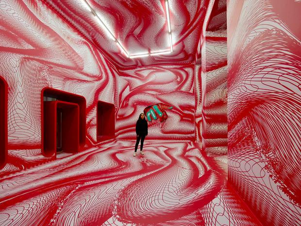Kogler vernetzt die Galerie Widauer spektakulär.