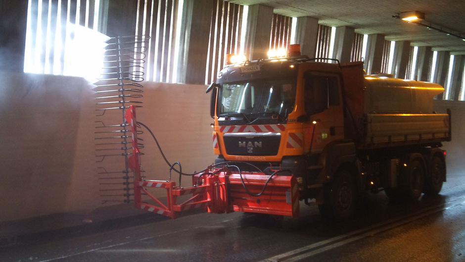 Der Lermooser Tunnel ist wegen Reinigungsarbeiten zwischen 12. und 16. November 2018 jeweils von 18 – 6 Uhr gesperrt.
