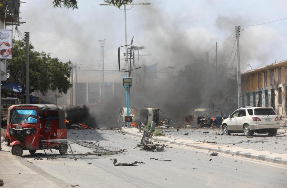 In Mogadischu kommt es immer wieder zu Anschlägen. Hier die Szene nach einem Anschlag im Juli 2018.