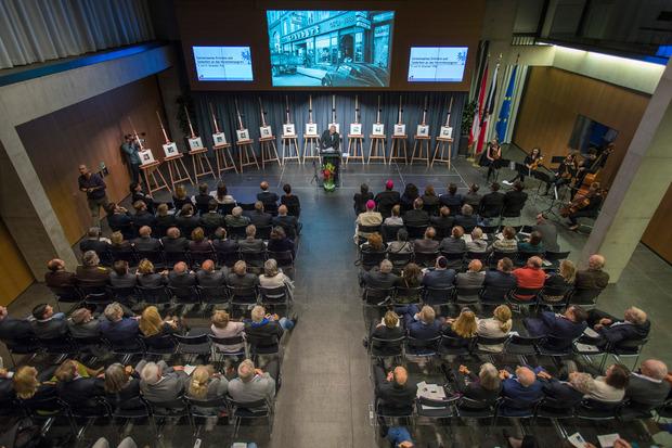 Volle Zuschauerränge im Großen Festsaal des Tiroler Landhauses.