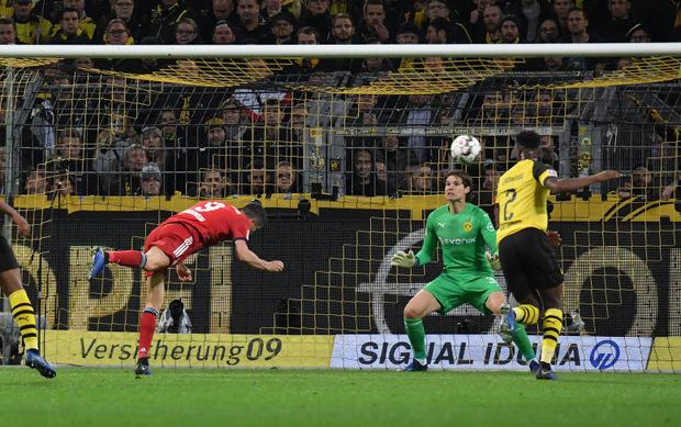 Da war die Münchner Welt noch in Ordnung: Robert Lewandowski brachte die Bayern gleich zwei Mal per Kopf in Führung.