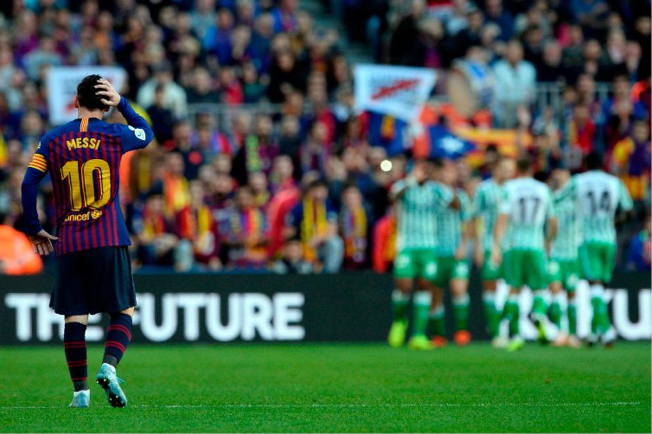Während Messi haderte, jubelten im Hintergrund die Betis-Kicker.