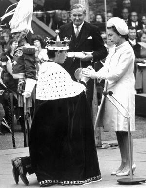 Queen Elizabeth machte ihren ältesten Sohn 1969 zum Prinz of Wales.