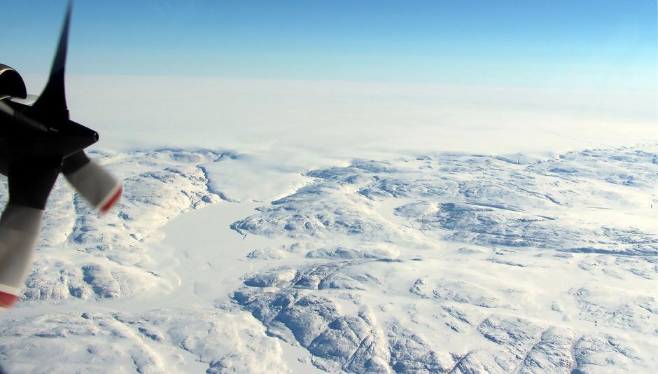 Die Umrisse des Kraters unter dem Hiawatha-Gletscher im Norden Grönlands waren erstmals 2015 entdeckt worden.