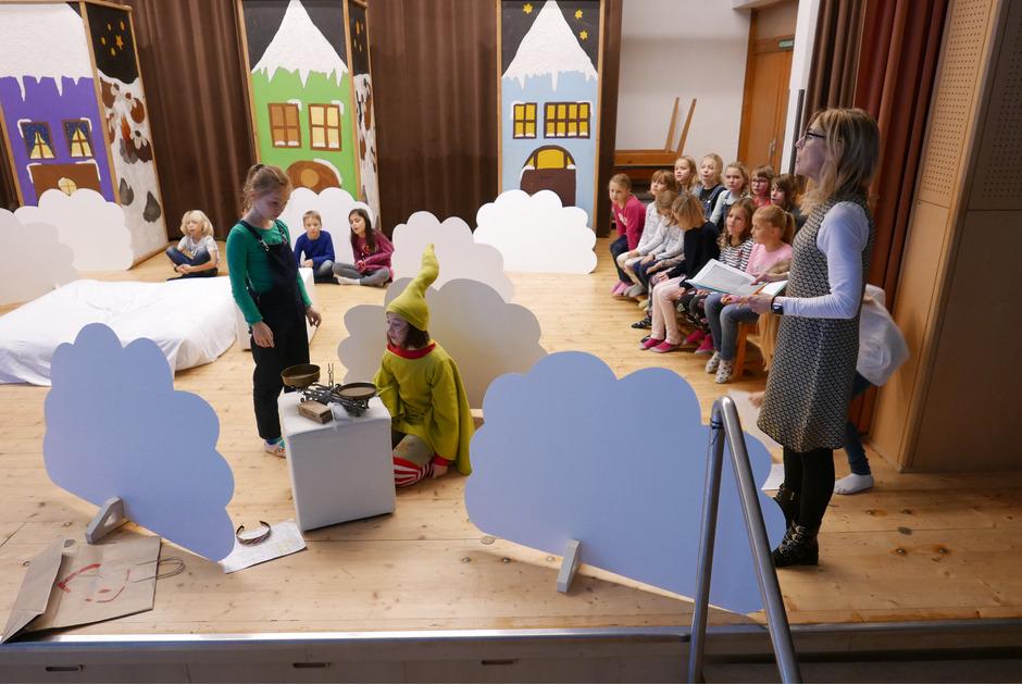 """Noch laufen die Proben zum Kinder-Musical """"Neue Flügel für Gloria Engel"""" im Kolpingsaal in Lienz."""