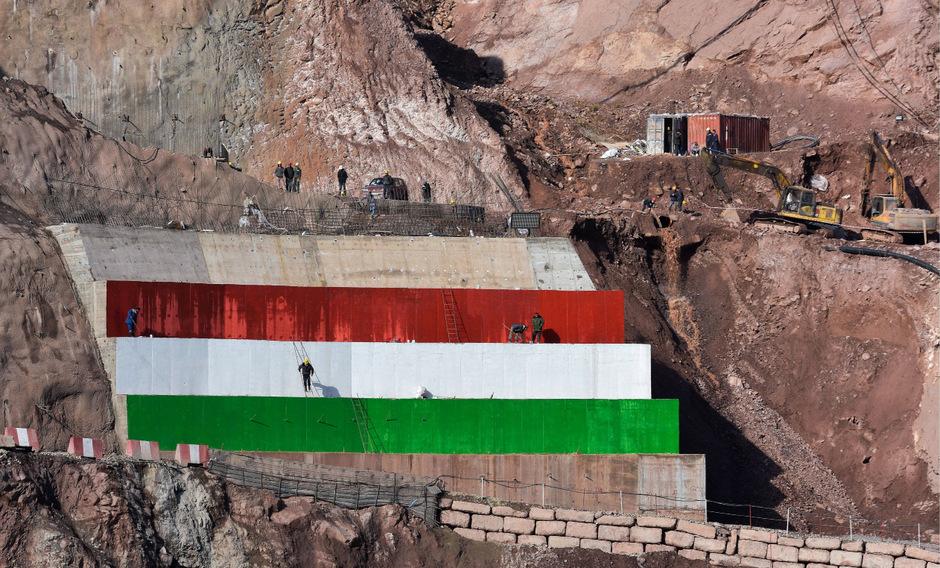 Der 335 Meter hohe Rogun-Damm soll die Energieknappheit in dem zentralasiatischen Land lindern.