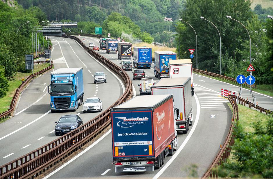 Die Realität auf der Brennerachse: Auf einer Fahrspur fahren inzwischen die Lkw Stoßstange an Stoßstange von Bozen bis Kufstein.
