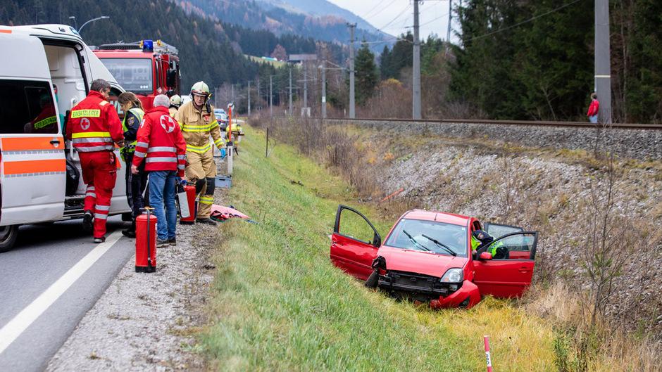 Das Auto der 24-jährigen Lenkerin wurde von der Straße geschleudert.