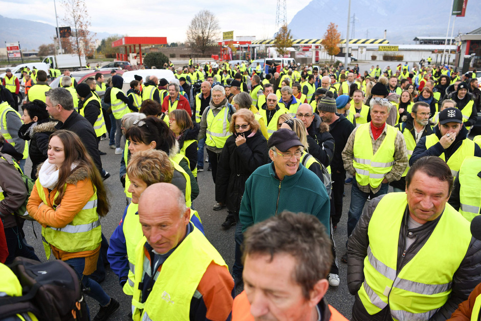 """Fast 290.000 Menschen wurden von der Bewegung """"Gelbe Warnwesten"""" mobilisiert und gingen auf die Barrikaden."""