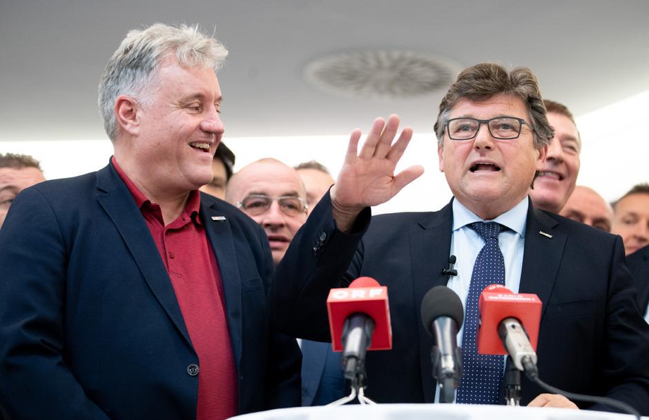 PRO-GE-Chef Rainer Wimmer (r.) und der Chef der GPA-djp Karl Dürtscher (l.) sind mit dem Verhandlungsergebnis zufrieden.