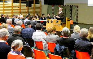 Der Umbau des Gemeindeamtes ist eines von vielen Projekten, über das BM Hannes Eder (r.) die Wildschönauer bei der Gemeindeversammlung informierte.