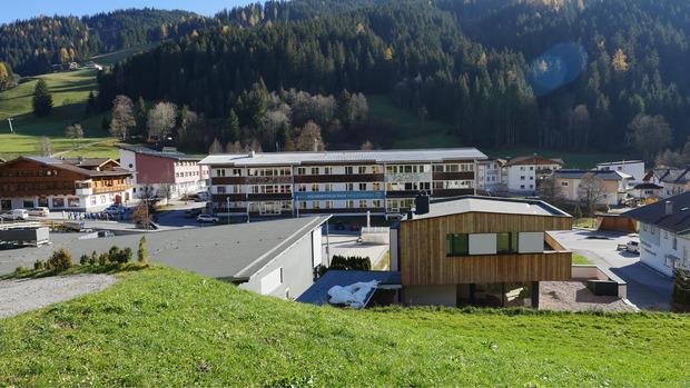 """In Oberau entsteht das """"Wildschönauer Bildungszentrum"""": Im Bereich der jetzigen Neuen Mittelschule sollen künftig die wichtigsten pädagogischen Einrichtungen zusammengefasst werden."""