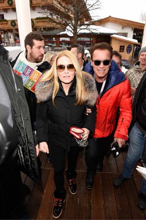 Arnold Schwarzenegger mit seiner Freundin beim Hahnenkammrennen.