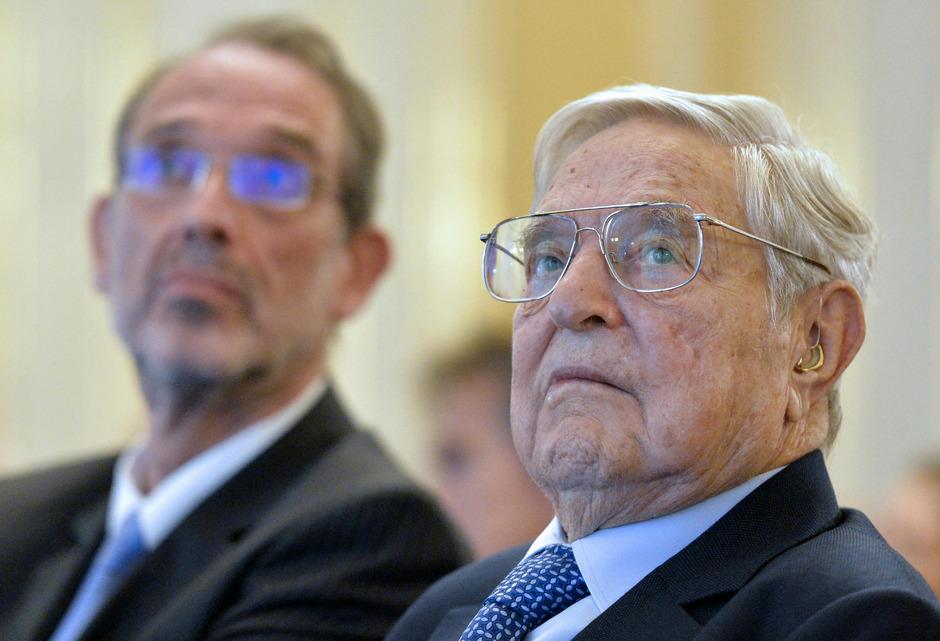 US-Investor George Soros (r.) und Bildungsminister Heinz Faßmann (ÖVP) bei einem Treffen am Montag.