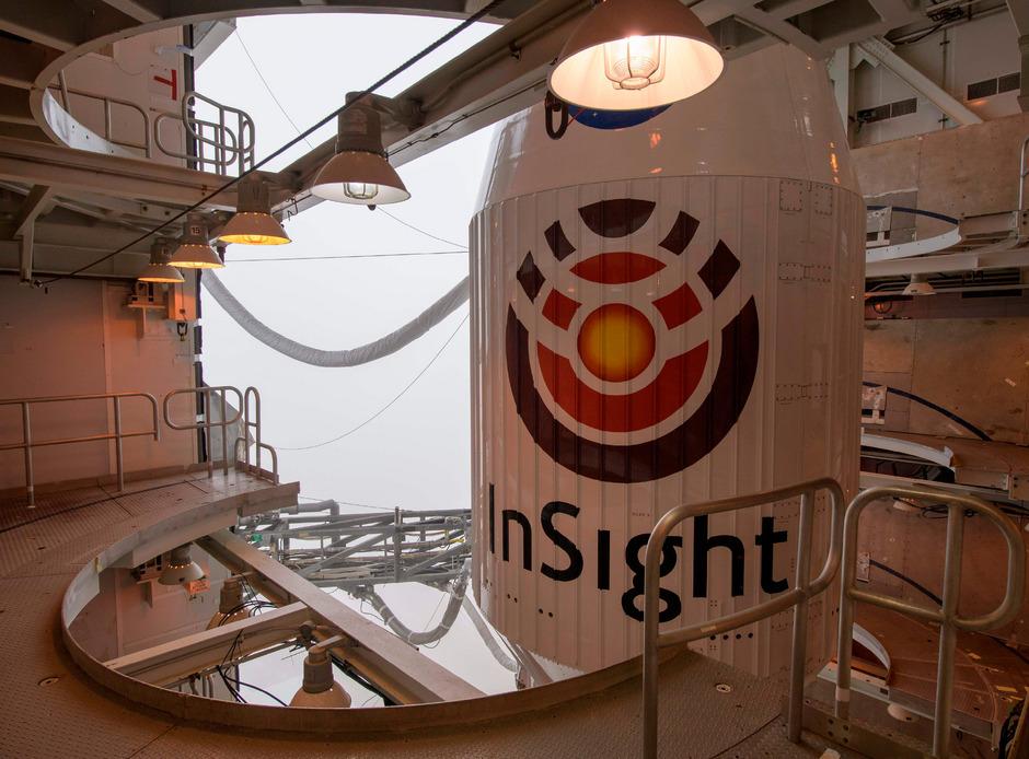 InSight ist ein stationäres geophysikalisches Observatorium, das es laut Deutschem Luft- und Raumfahrtzentrum DLR so in der Geschichte der Erforschung des Sonnensystems noch nicht gegeben hat.